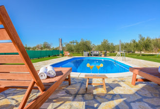 villa_josipa_with_pool_and_beautiful_garden_1_villsy