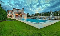 Villa Zoe - luxurious villa with swimming pool