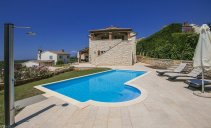 Villa Mayla - newly built house with pool